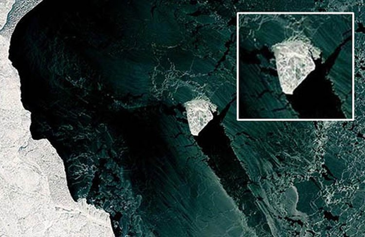NASA Captures Image of Giant 'Ice Diamond' Floating in Caspian Sea