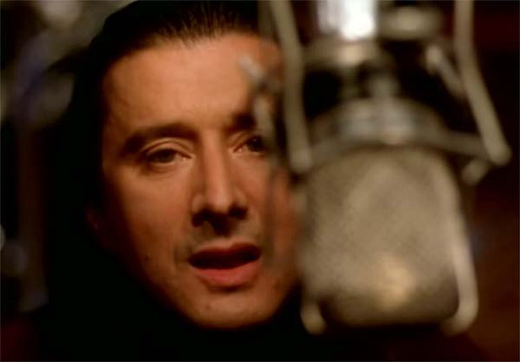 Music Friday: Journey's Steve Perry Sings About a 'Band of Gold' in the 1996 Hit, 'When You Love a Woman'