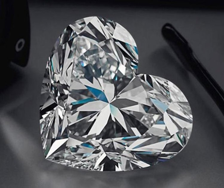 92-Carat Heart-Shaped 'La Légende' Diamond Sells for $15 Million, Sets New Auction Record