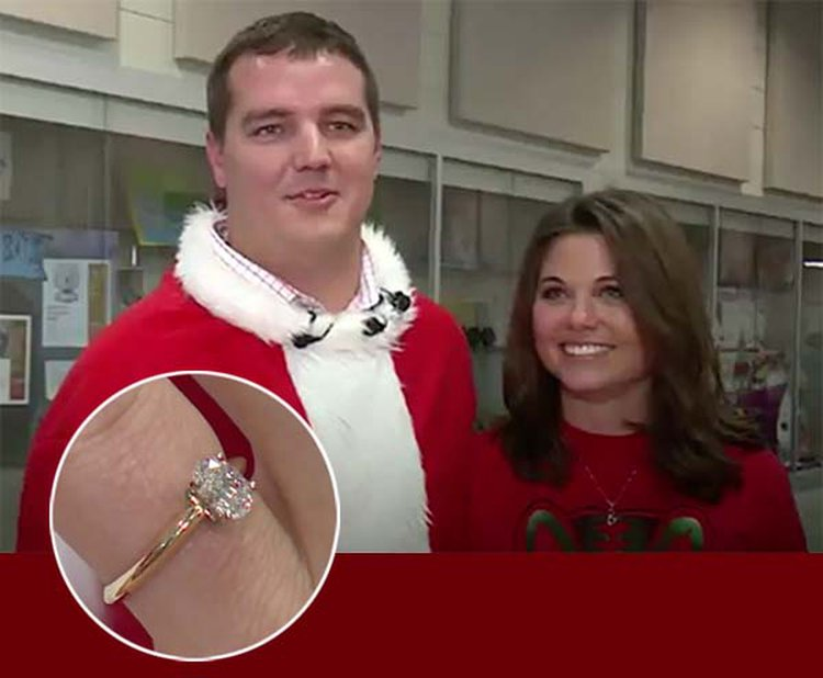 Shy Guy Dresses Like Santa to Surprise Girlfriend With Over-the-Top Marriage Proposal