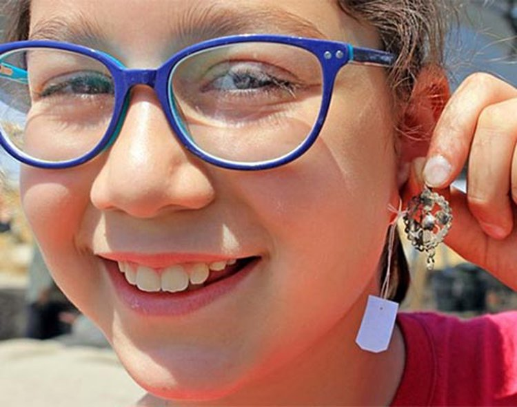 Israeli Schoolchildren Unearth Trove of 900-Year-Old Jewelry at Ancient Crusader Fortress